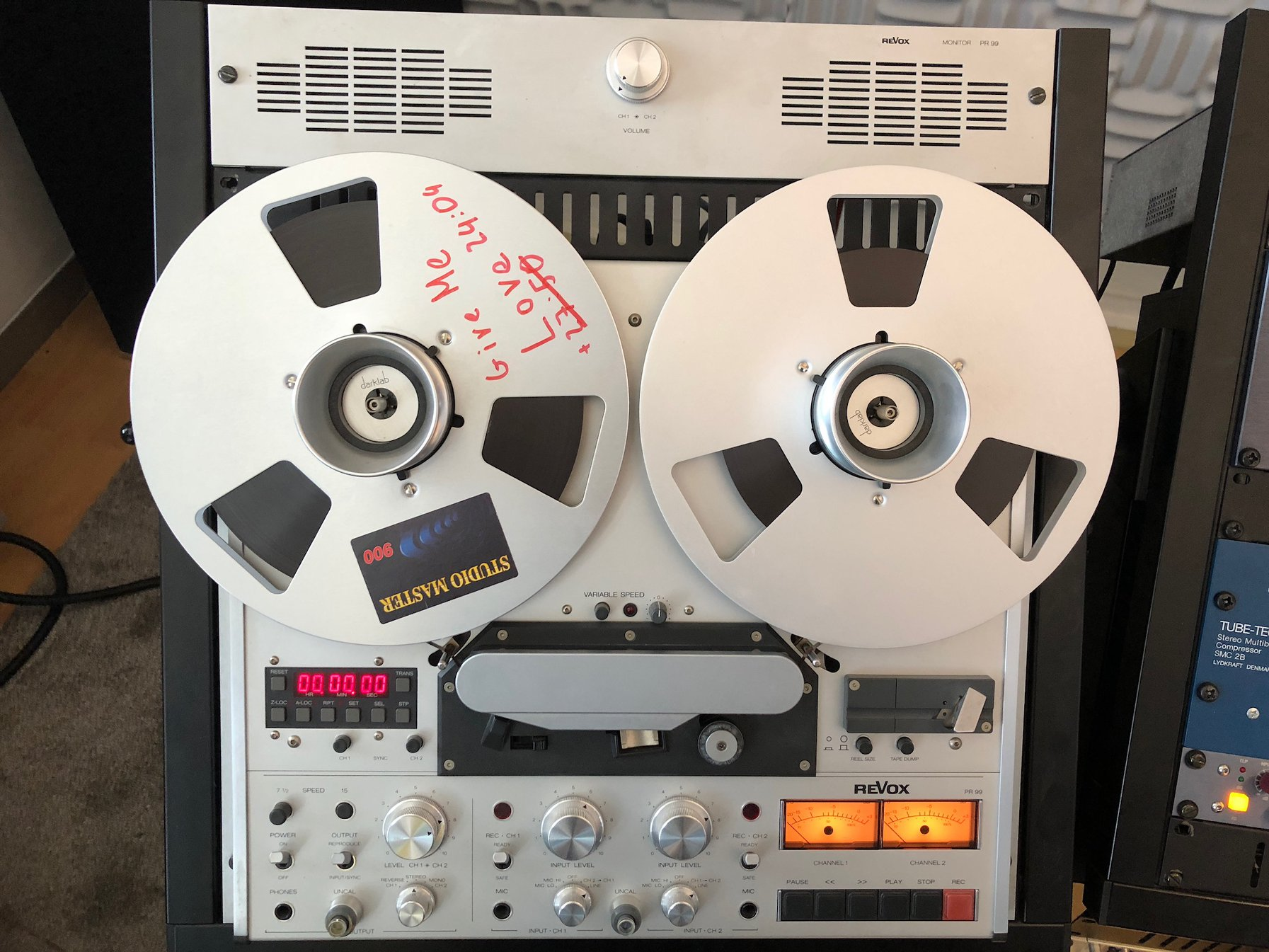 Revox PR99: specially calibrated for tape saturation. I almost use Studio-Master 900 tapes. Nothing is comparable to real tape saturation and sound. Foto: Privat