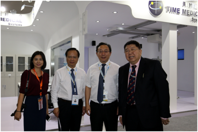 Huaijin Qin, an Official in Charge of Science and Education with the National Health and Family Planning Commission and Xuetao Cao, President of Chinese Academy of Medical Sciences and Peking Union Medical College in Automatic Imaging Exhibition Area with Time Medical Team