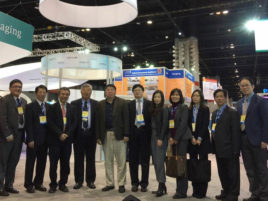 Professor Ma with the delegation from the Chinese Society of Radiology and the National Health and Family Planning Commission at the Time Medical booth.