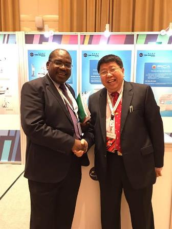 Professor Ma Qiyuan and Zambian Minister of Health, Dr. Chitalu Chilufya met at the Time Medical booth