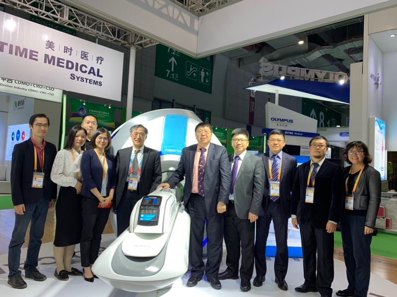 Time Medical team took group photo in front of the NEONA.