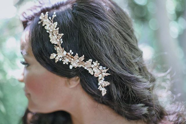 Absolutely Love This Hair Accessory ✨ Every Bride Needs A Little Sparkle To Complete Her Look . . . #sarahbridalbeauty #arielhair #holloywoodwaves #glamour #bridalhair #bridalbeauty #weddinghair #love #kevinmurphy #hottools