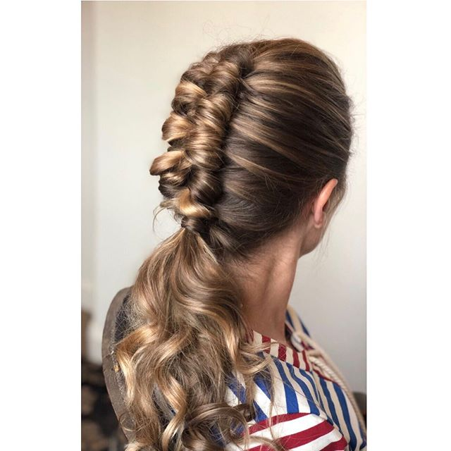 Taking The Bridesmaids Ponytail Look To Another Level ⚡️ . . . #sarahbridalbeauty #dutchinfinitybraid #bridesmaidhair #ponytail #beyondtheponytail #braidstyles #kevinmurphy #redken #biolage #hottoolscurlbar