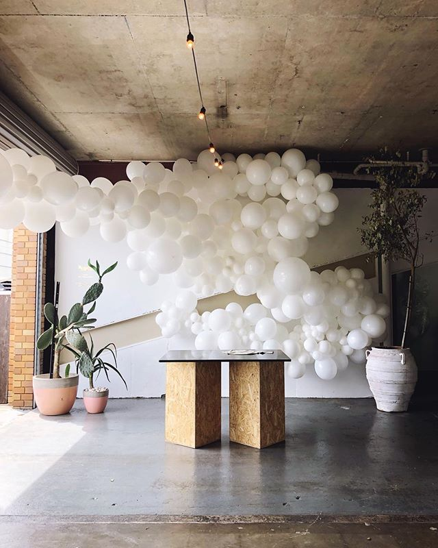 • T H E  W A R E  C L O U D • It was such a pleasure bringing this vision to like for Dani and @the_ware_studio team a few weeks ago. To celebrate the launch of their dreamy new space, we dreamt up a vision of a giant white cloud and I think we delivered on that brief ☁️☁️☁️ One of the questions we get asked the most is around the lifespan of our installations; in this case, these 'loons are over two weeks old now and still serving up some delicious backdrop goodness in Brookvale. • • • • • #balloondecor #balloongarland #ballooninstallation #partystyling #qualatex #organicballoons #partyincolour #balloonstylist #partyballoons #globos #partyinspo #partyinspiration #partyballoons #balloonssydney #sydneyballoons #karaspartyideas #eventstyle #sydneyevents #ohitsperfect #theeventcollectivex #flashesofdelight #dscolor #abmlifeisbeautiful #abmlifeiscolorful #pursuepretty #abmhappylife #thehappynow #flashesofdelight  #myeventstylist #everydayIBT