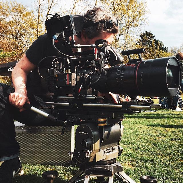 As a director, you only have your little boring monitor on the set. That's handy, but it does not look cool. Cinematographers always do their cool poses. This time I was photographed as I tried how close I can get to a tree on the other side of the field. Went pretty close. Thank you for holding on to this moment. 📸 sin huh #filmmaking #alexamini #optimozoom #angenieux #24290mm #zoomlens #camera #cameragear #behindthescenes