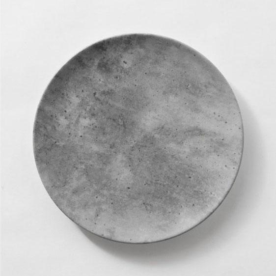 LUNAR MAIN | GREY CONCRECETE FINISH  Porcelain with digital print Size : Diam. 30 cm  IDR 38,000/per plate  Qty Available: 80 pcs