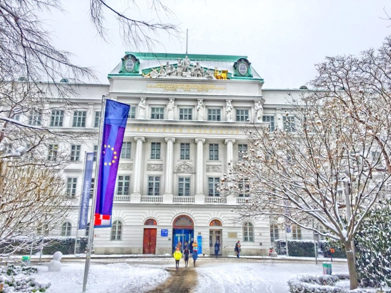 Vienna-University-of-Technology-TU-Wien-campus-800x600.jpg