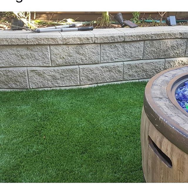 Contact Tanners Turf for quick installation ! The benefits of having artificial turf: Safe for children and pets doesn't need her fertilizers,  no bare spots or ruts, no grass stains,  great for recreational areas,  drought resistant and of course cost-effective.  #tannersturfservice #tanner365green #tannersturf365green #tannersturfsyntheticgrass #tannersturfspecialists #greengrasses #installationsturf #turfinstallers