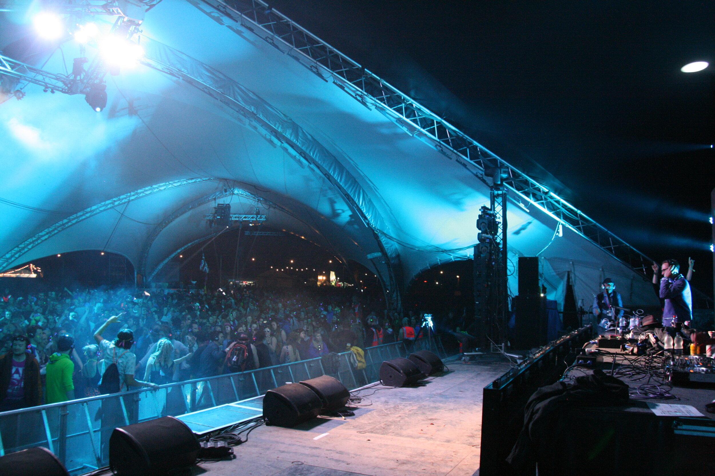 DJ Reverend Turner Glasto 16 Heds Party 5000 people (Bio pic 3).JPG