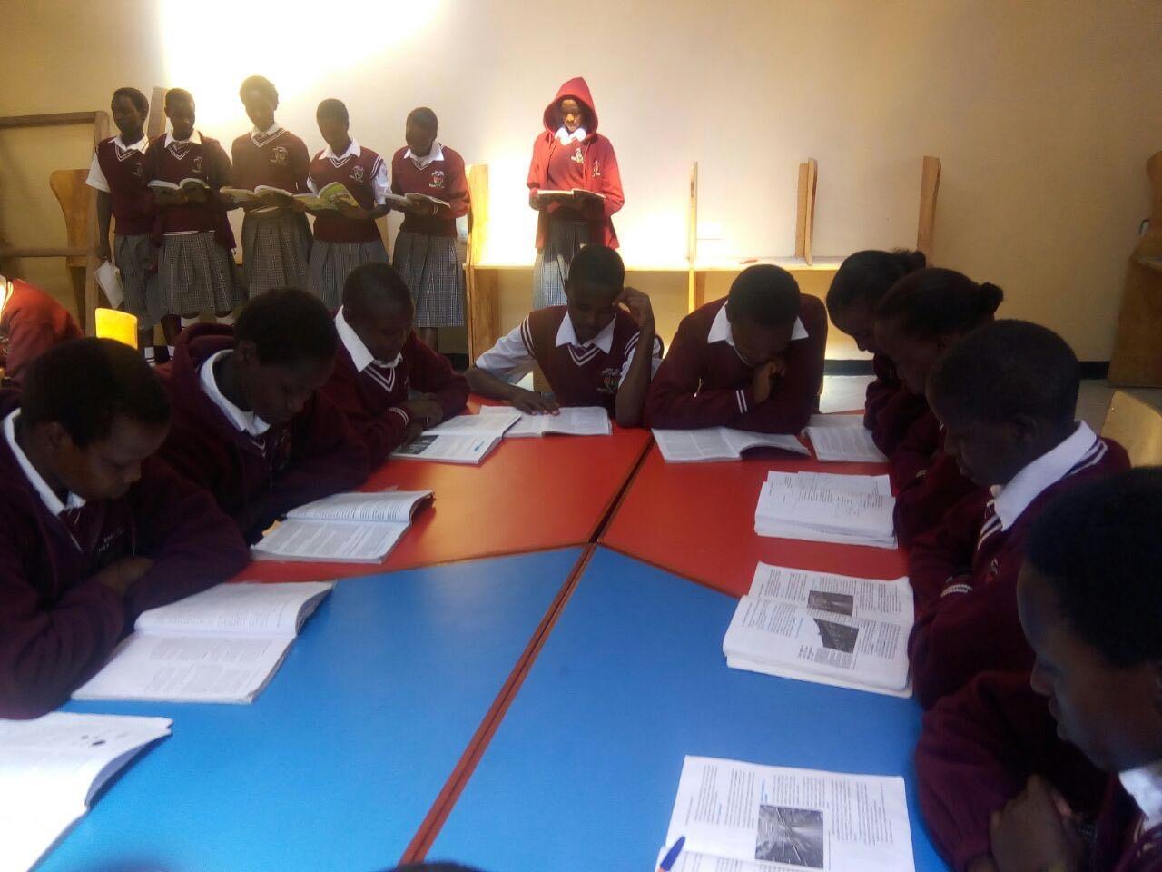 Kenya with students.jpg