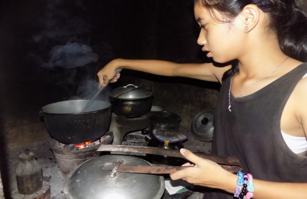 Upon reaching home, she changes and wears house clothes and then cooks rice for dinner.