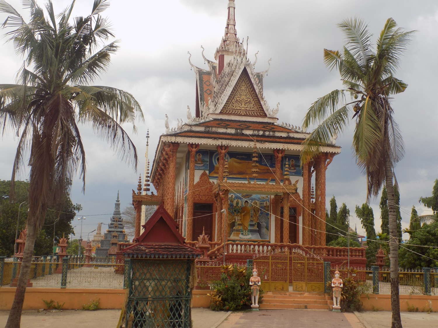 Koh Khel Secondary School is located right next to the village's pagoda.