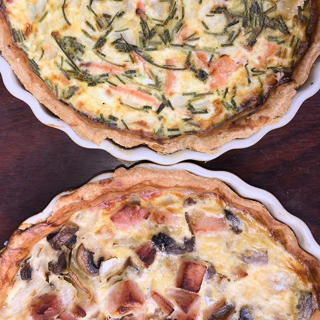 The Irish solution to a hot dinner in this heat... Quiche with salad and chips. Bacon and mushroom 🥓 or Smoked Salmon and Chive 🌱