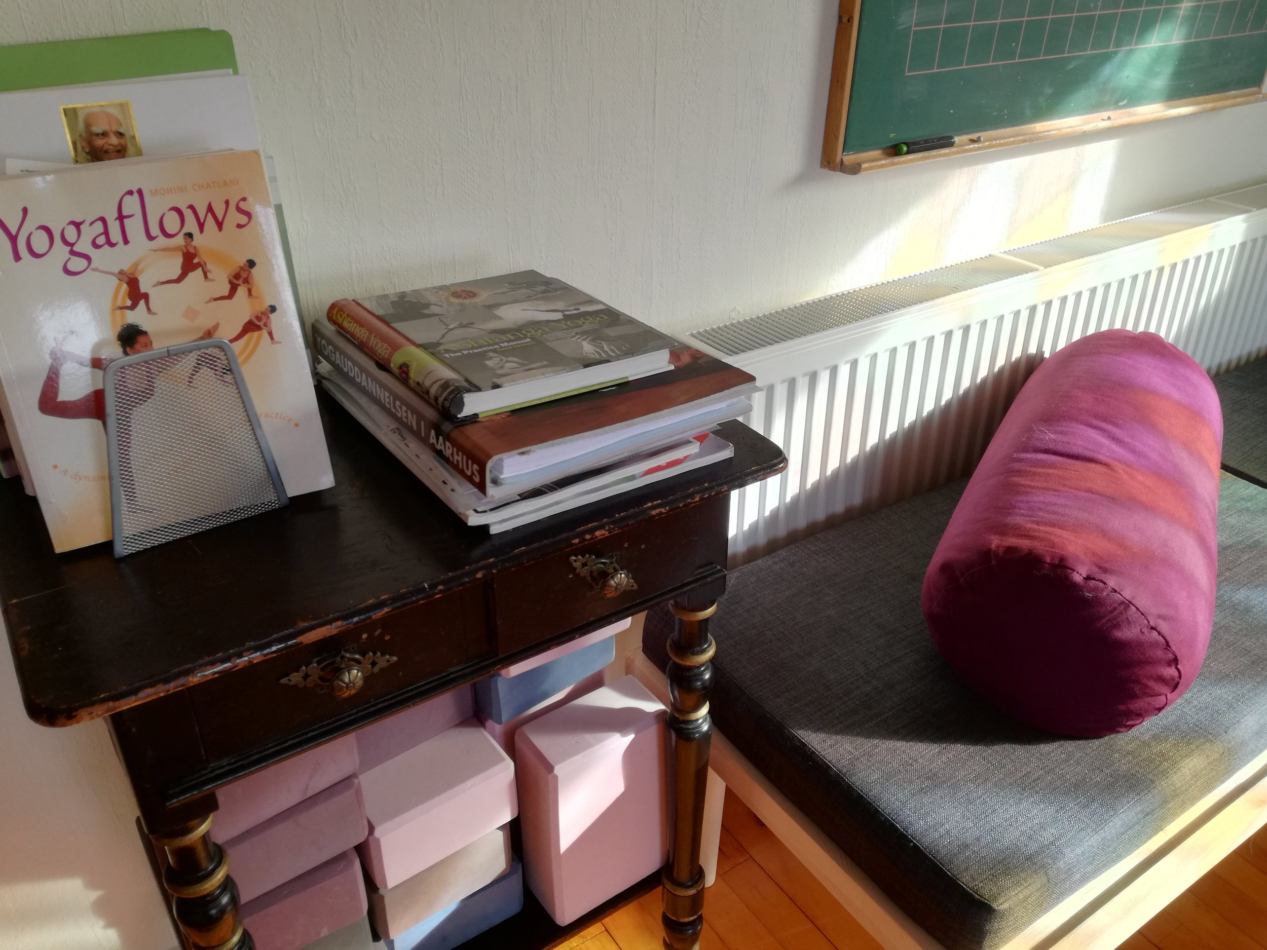 bøger på sybord.jpg