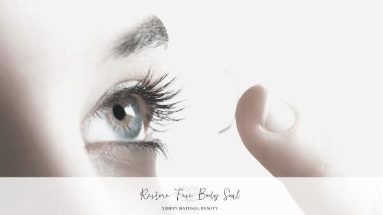 contact-lens-finger.png