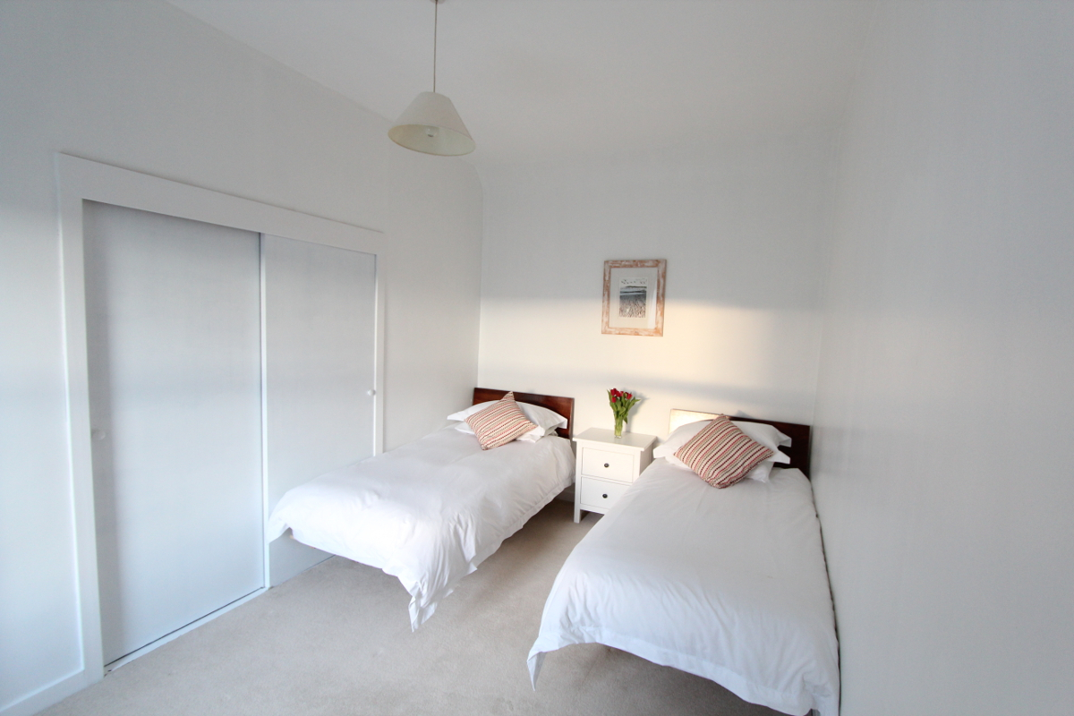 Burnside holiday cottage to let Galloway, twin bedroom.jpg