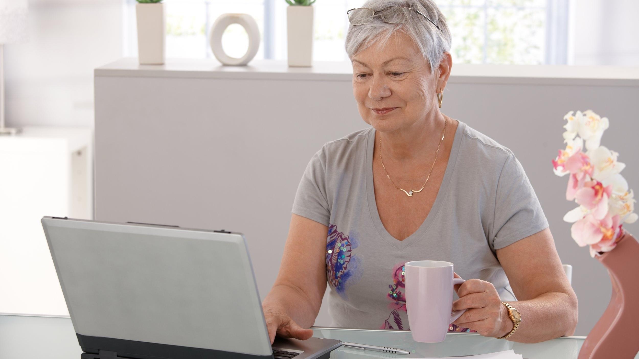 Older+woman+computer.jpg