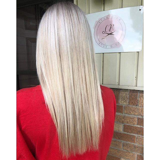 You know I love me some blondes 🤤 Look how healthy her hair is to 🙌🏻🤩 Time + patience are key 🙌🏻 • • • #babylights #blondingprocess #platinum #blondebombshell #bsustylist #munciestylist #yorktownstylist