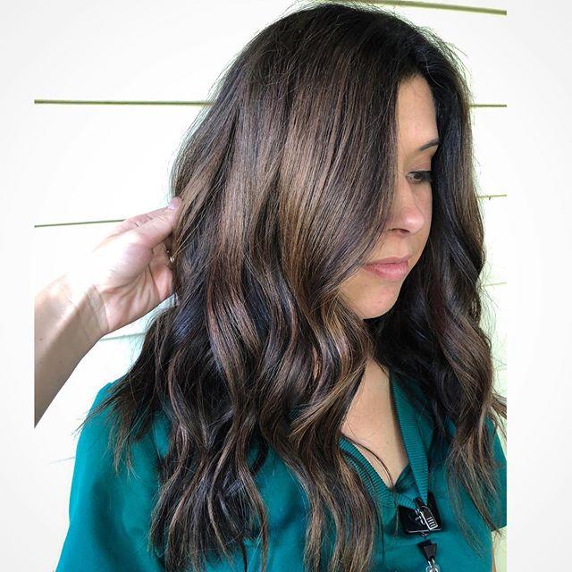 CARMEL BALAYAGE🤤 Perfect pop of color for summer 🌻 • • • • #balayage #shadeseqbyredken #balayageartist #hairpainting #bsustylist #munciestylist #yorktownstylist