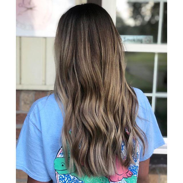 SMOKEY 🌪 • • • #balayagehair #balayageartist #blondingspecialist  #hairgoals #muncieindiana #yorktownindiana #ballstateuniversity