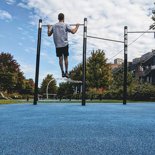 Only a few warm sunny days left 🌤️ - best enjoyed being active / training outdoors.  Pretty lucky to have this outdoor calisthenics gym close to the clinic for a lunchtime training and shoulder rehab session!  #montreal #physio #physicaltherapy #physiotherapy #sthenri #climbing #trainingforclimbing #calisthenics #rehabilitation