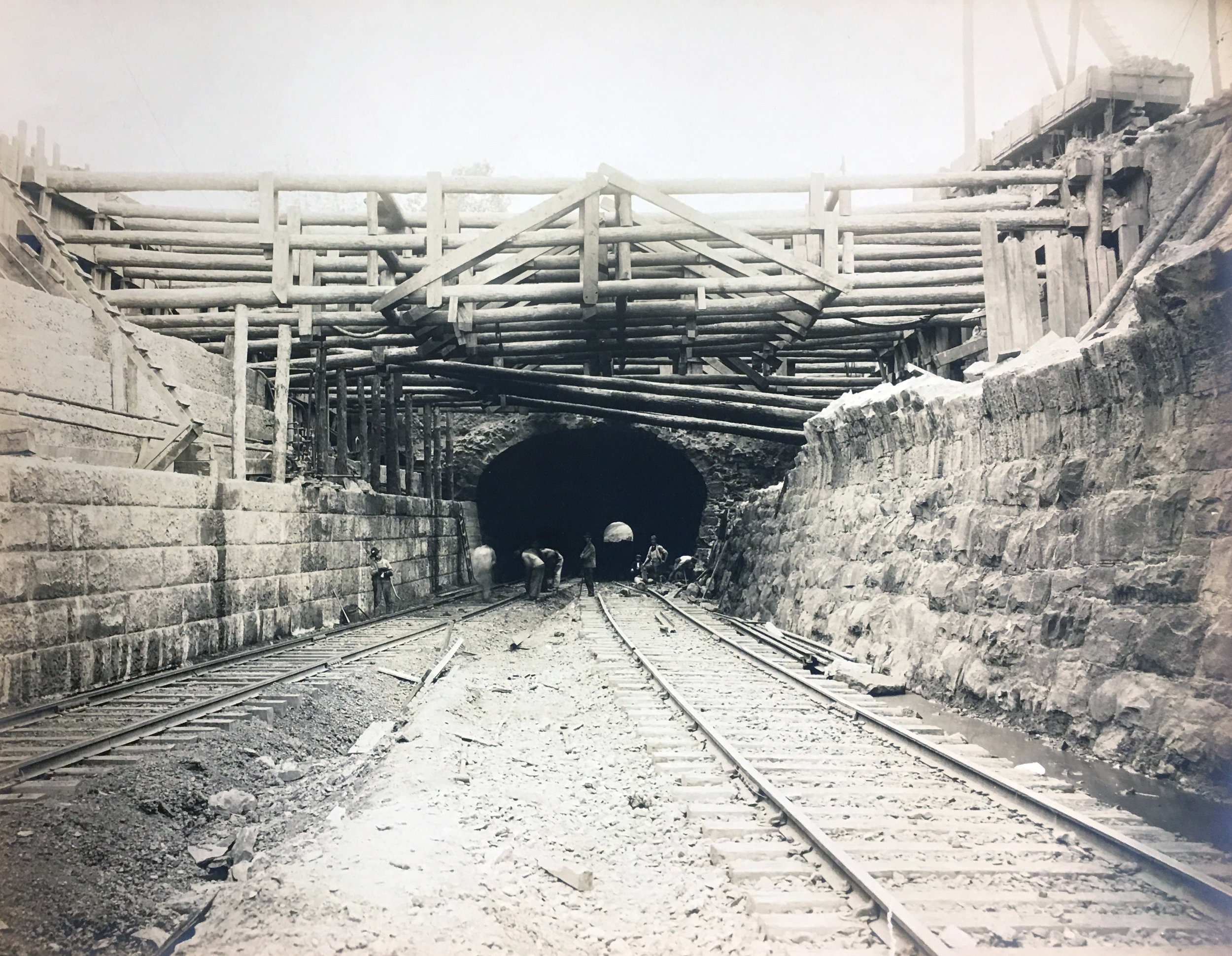 Workers near completion of the Virginia Avenue Tunnel circa 1906. Photo: Library of Congress Prints and Photographs Division/Public Domain