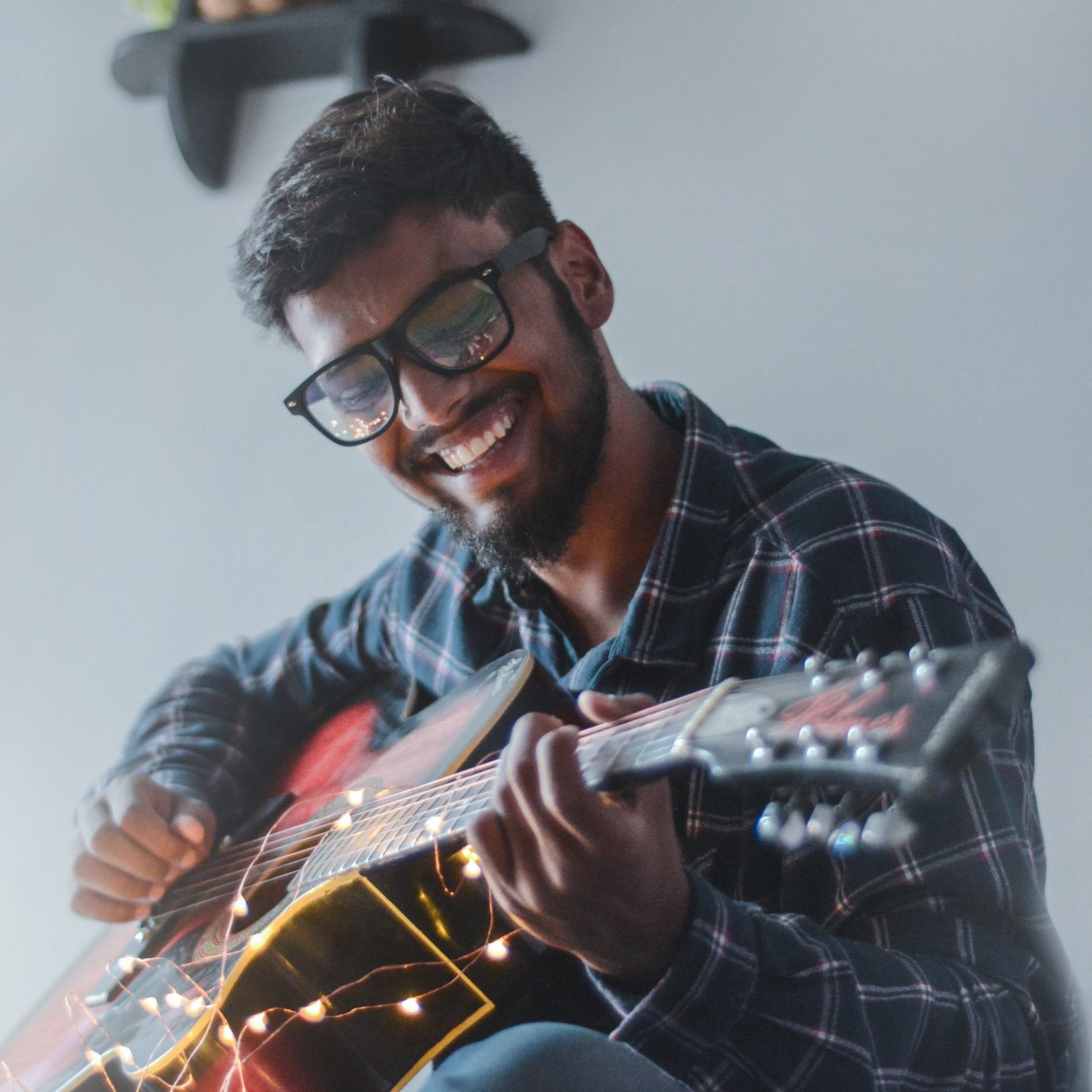 beard-eyewear-guitar-977971.jpg