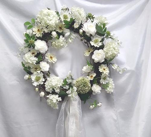 wreath white Enotah close up.jpg