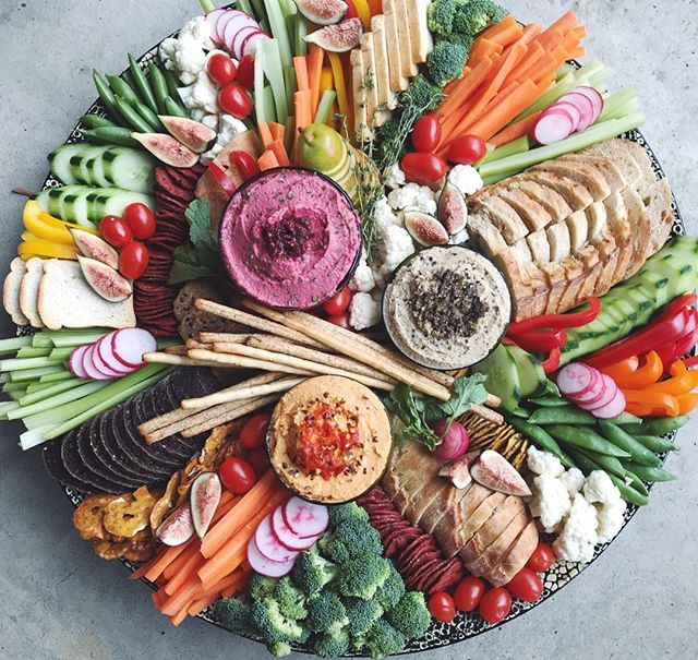 Happy Sunday wonderful people✨!! Showing off our Veg and Grain Graze, one of the platters going out today for a beautiful gathering❤️