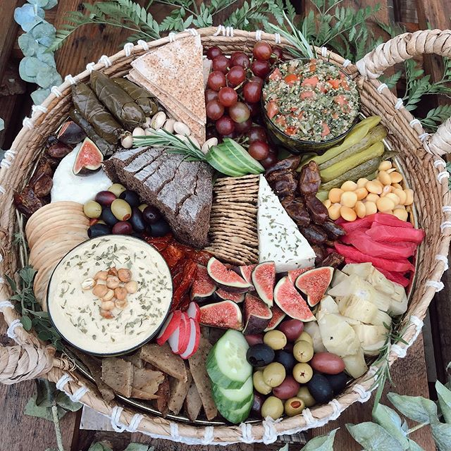 The vegan MEZZE PLATTER🙌🏻 Created for @floralandbrick ❤️ we loved getting creative for this special request! Have something specific in mind that you'd like on your platter? Don't hesitate to ask💫✨😘