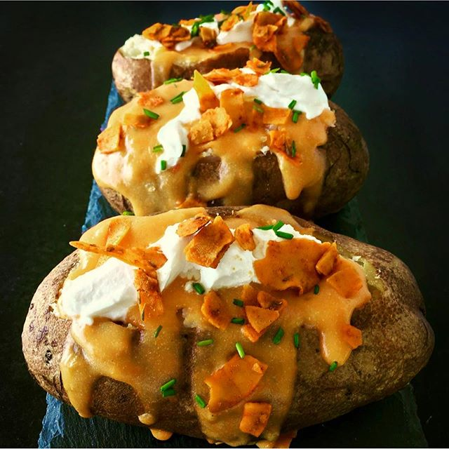 Do you love potatoes as much as we do? Have we got a dish for you. These loaded baked potatoes by @marincountyvegan look absolutely delicious - Loca cheese topped with coconut 'bacon' by @pimp.my.salad and sour cream by @tofuttibrands. 🤤 We love seeing all of the creative ways you use Loca! . . . . . #eatloca #locafood #bakedpotato #loadedbakedpotato #vegansnacks #veganlife #whatveganeats #plantpower #plantbased #comfortfood #backtoschoolmeals #bayareavegan #dairyfree