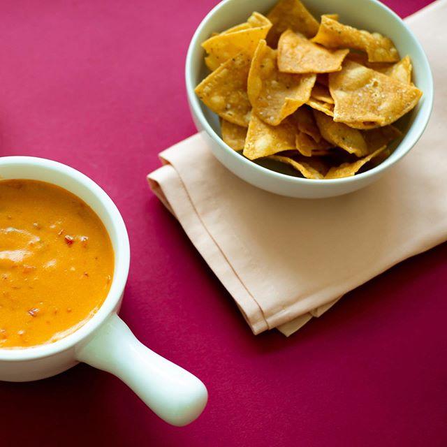 Chips and dip. Always a crowd favorite. . . . . #eatloca #sffoodie #locafood #happysnacking #partyfood #plantbased #plantbasedsnacks #snackideas #snacktime #kidssnack #healthysnacks #healthyish #tacotuesday #afterschoolsnack #dormsnacks