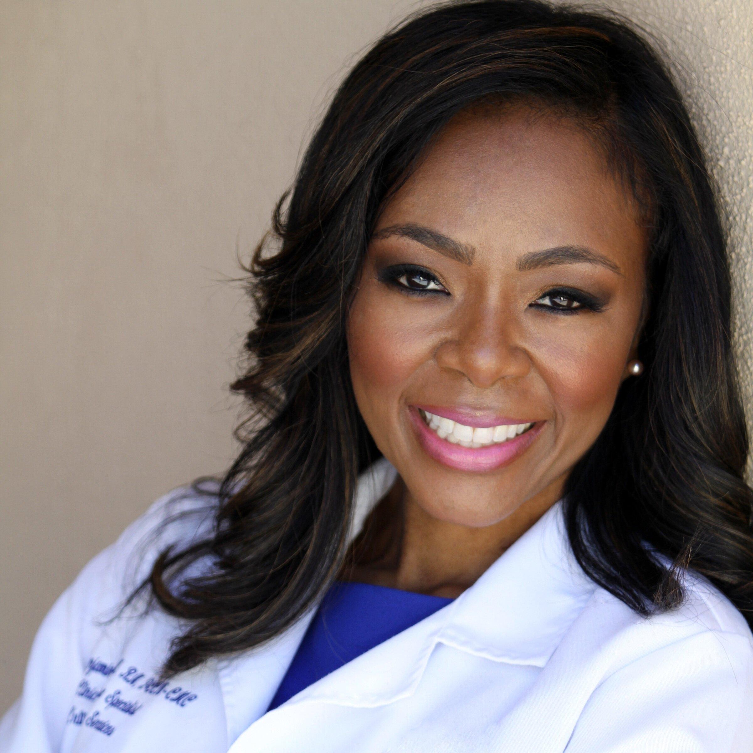 Nurse+Alice+white+lab+coat.jpg