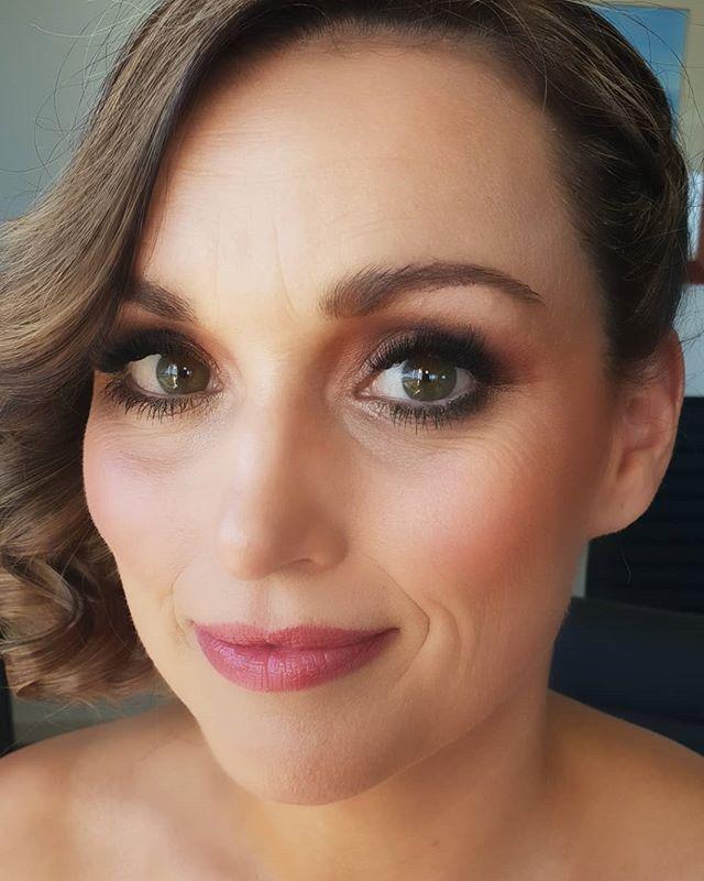 @kellypendlebury the beautiful bride 💋 Happy wedding day Kel 💋  #bridalmakeupartist #makeupbyriannaschuh #noosamakeupartist #sunshinecoastweddings #noosabrides #promua #weddingmakeup