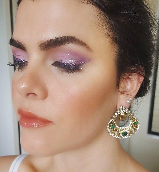 Love this face @s.j.christie 💖🌟 #makeupbyriannaschuh #probeauty #bts #promua #brisbanemakeupartist #sunshinecoastmakeupartist #glitter #highlights #beccacosmetics #hourglasscosmetics #colourpopcosmetics #editorialmakeup