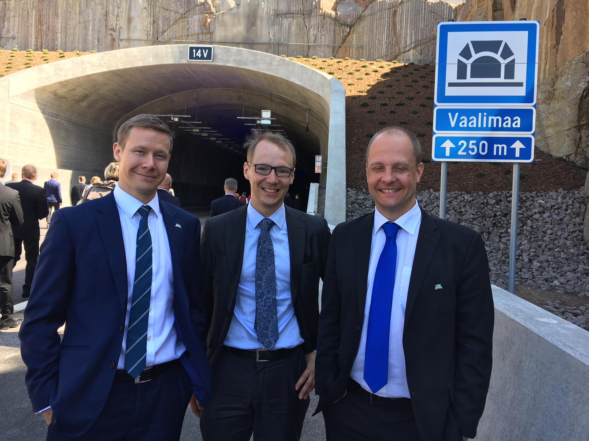 CAPEX Advisorsin tiimi Vaalimaan tunnelin edustalla