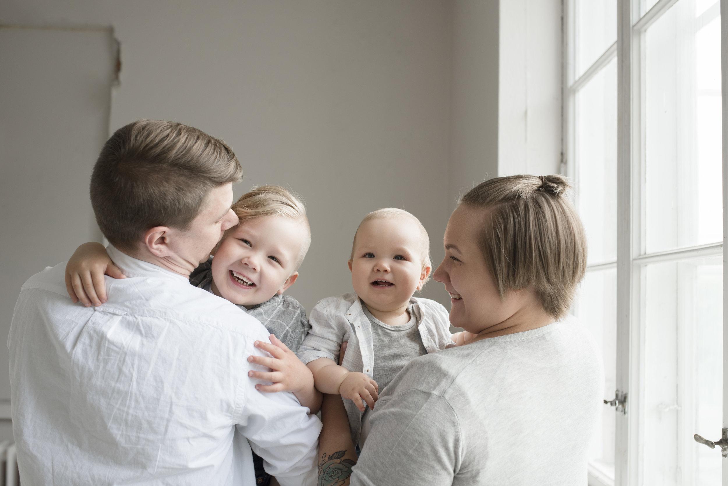 lapsikuvaus salla s photography hämeenlinna perhekuvaus valokuvaus valokuvaaja hattula
