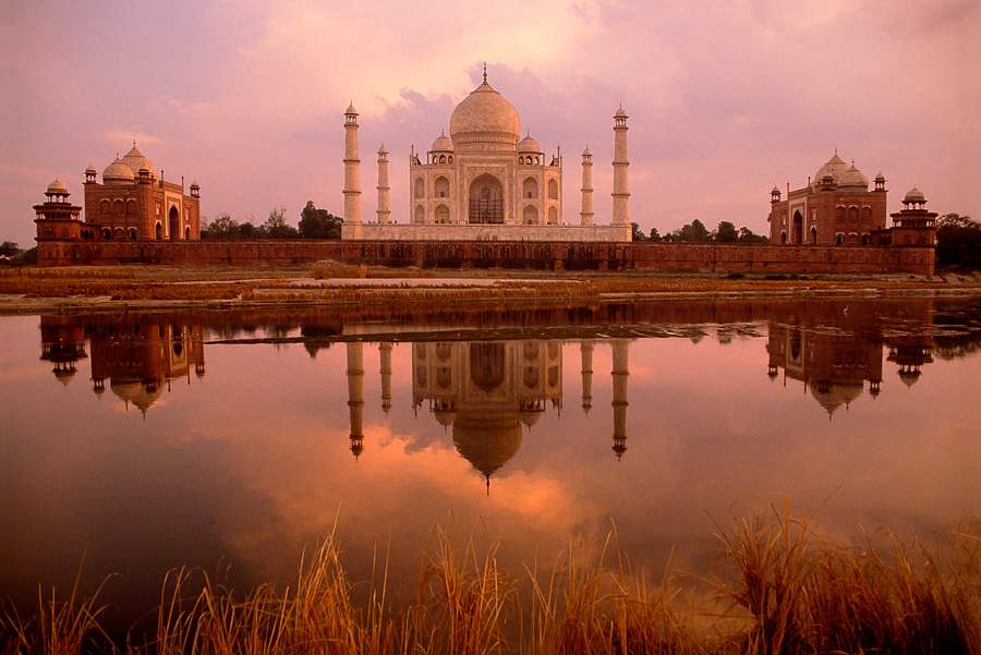 900.057. Taj, River view.jpg
