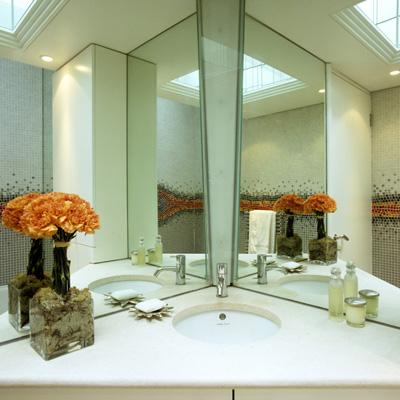 Guest Bathroom with mosaic artwork.