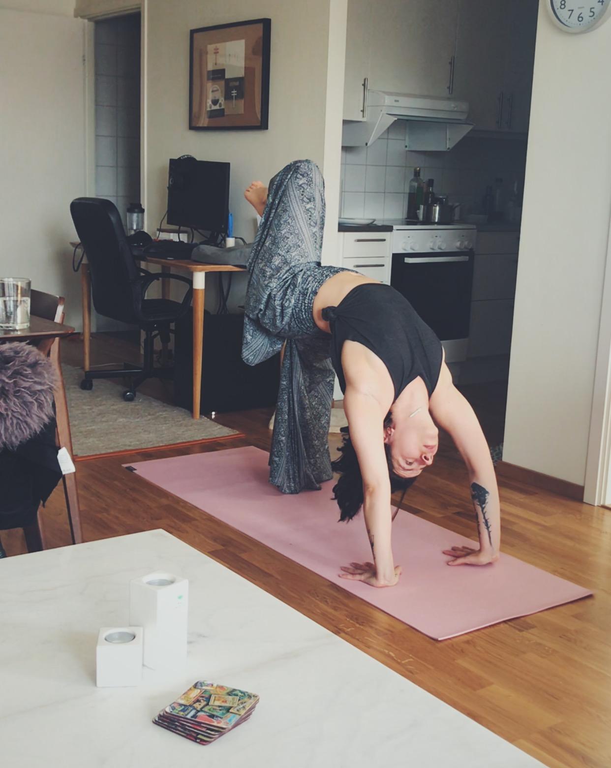 amna-yoga2.jpg