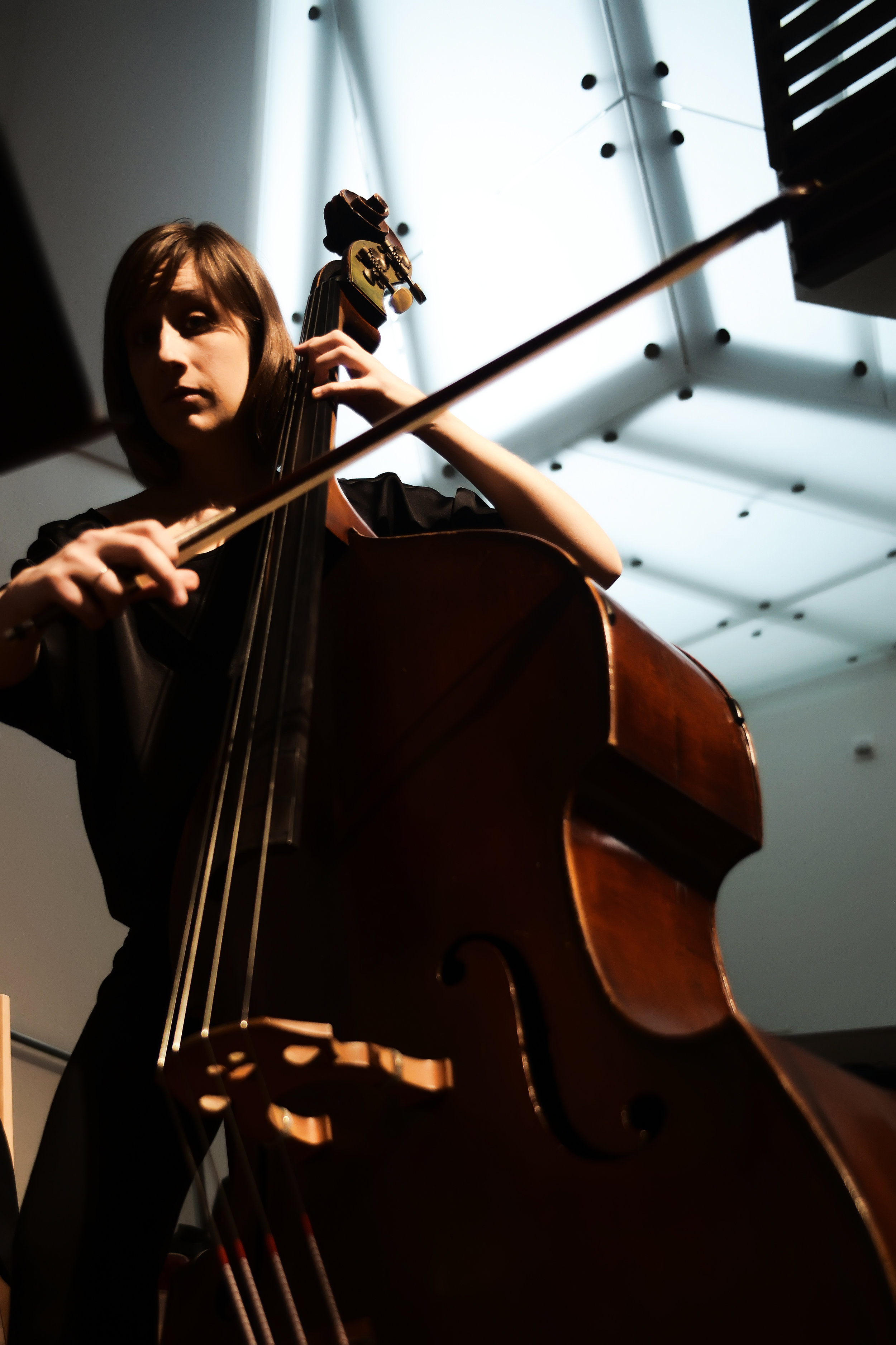Jessica Powell Eig , bass  Jessica Powell Eig is a freelance musician based in Washington, DC, specializing in double bass, violone and viola da gamba. In the 2018-2019 season, she will appear with Washington Bach Consort, New Orchestra of Washington, American Bach Soloists, and Seraphic Fire, among others. In 2018 she joined the faculty of NOWsummer Festival & Retreat in Poolesville, MD, and Bennington Chamber Music Conference in Bennington, VT. In 2010, Jessica completed a DMA in double bass performance at SUNY-Stony Brook, studying with Joseph Carver and Kurt Muroki. She received her earlier training at Cincinnati College-Conservatory, the Eastman School of Music and The Juilliard School.
