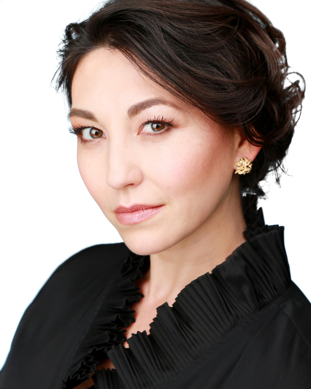 Laura Choi Stuart , soprano