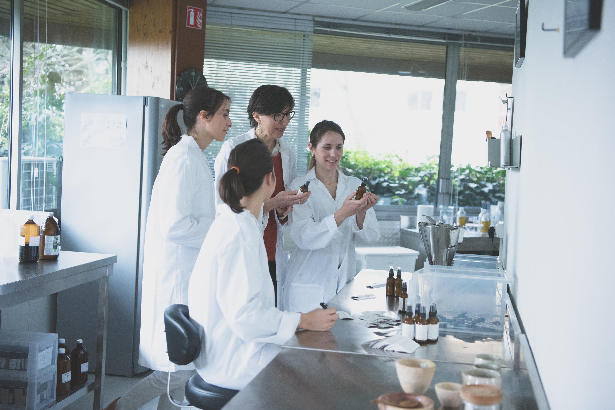 The team in the Gradignan lab.
