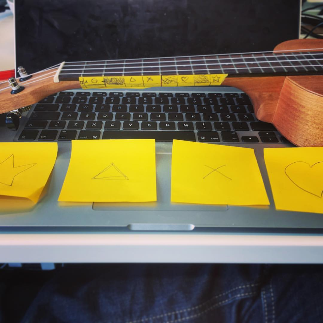 - I made a dozen of prototypes to train people to distinguish notes from each other, call and response mechanics, finding a note in a string, etc.I always started proving the ideas with post-its and actual instruments. This picture shows the very first version I did of the Ear Puzzle concept.People had to arrange the post-its in ascending order, I would each time play the notes in order from my ukulele, until they got it right.