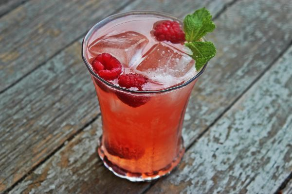 5720475235a3eec84531102f_raspberry-cocktail.jpg
