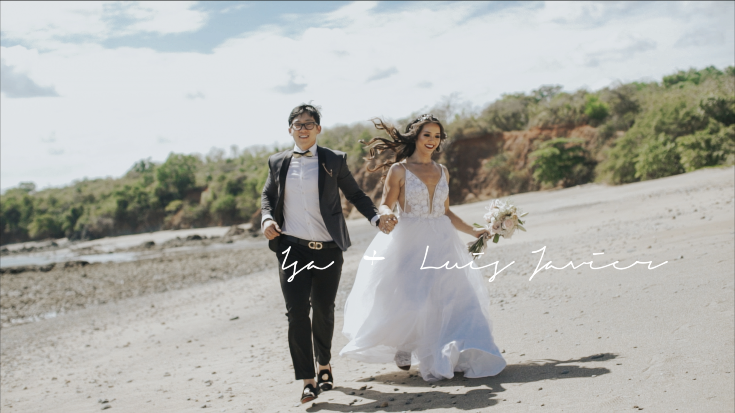 Isa + Luis Javier - Luis Javier amante de los carros, Isa su compañera inseparable de aventuras. Juntos tuvieron una boda de ensueño.