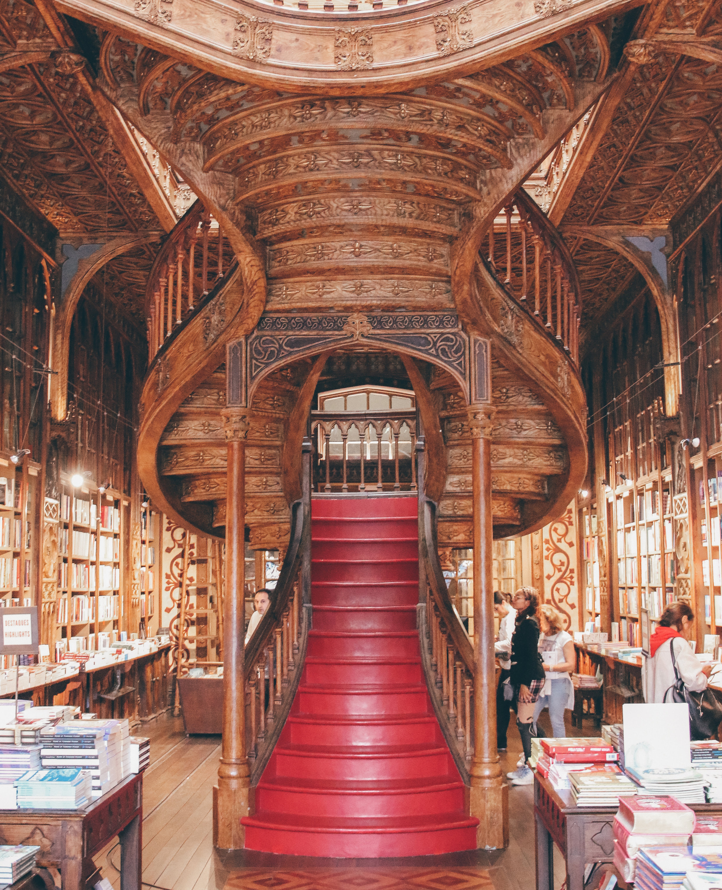 - In case you haven't heard, Livraria Lello is the famous library that many people believe to have inspired JK Rowling's vision for Flourish and Blotts in Harry Potter. The most important thing I'm going to tell you about Livraria Lello is this: GO AT THE END OF THE DAY! This place gets absolutely packed and it's because it is STUNNING. If you are anything like me and you want to get some gorgeous pictures, it is in your best interest to show up right before closing time (which was 7:30 PM on this particular day, so I showed up around 6:30 PM.)