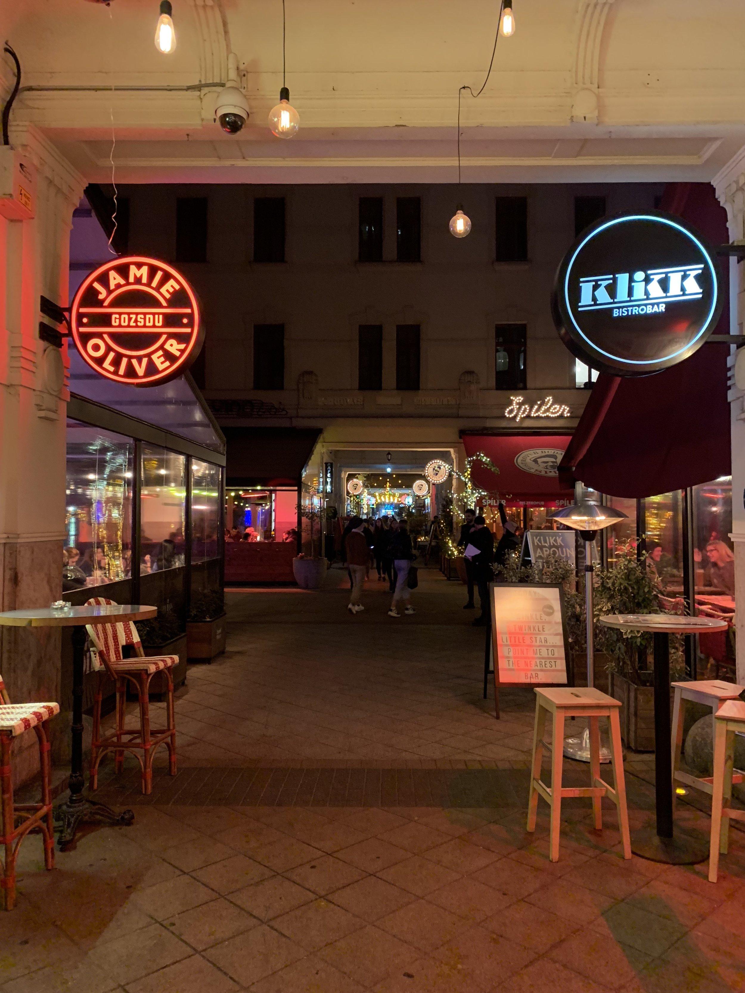 Gozsdu Market Budapest.JPG