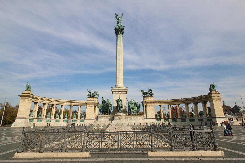 heroes square budapest.jpg