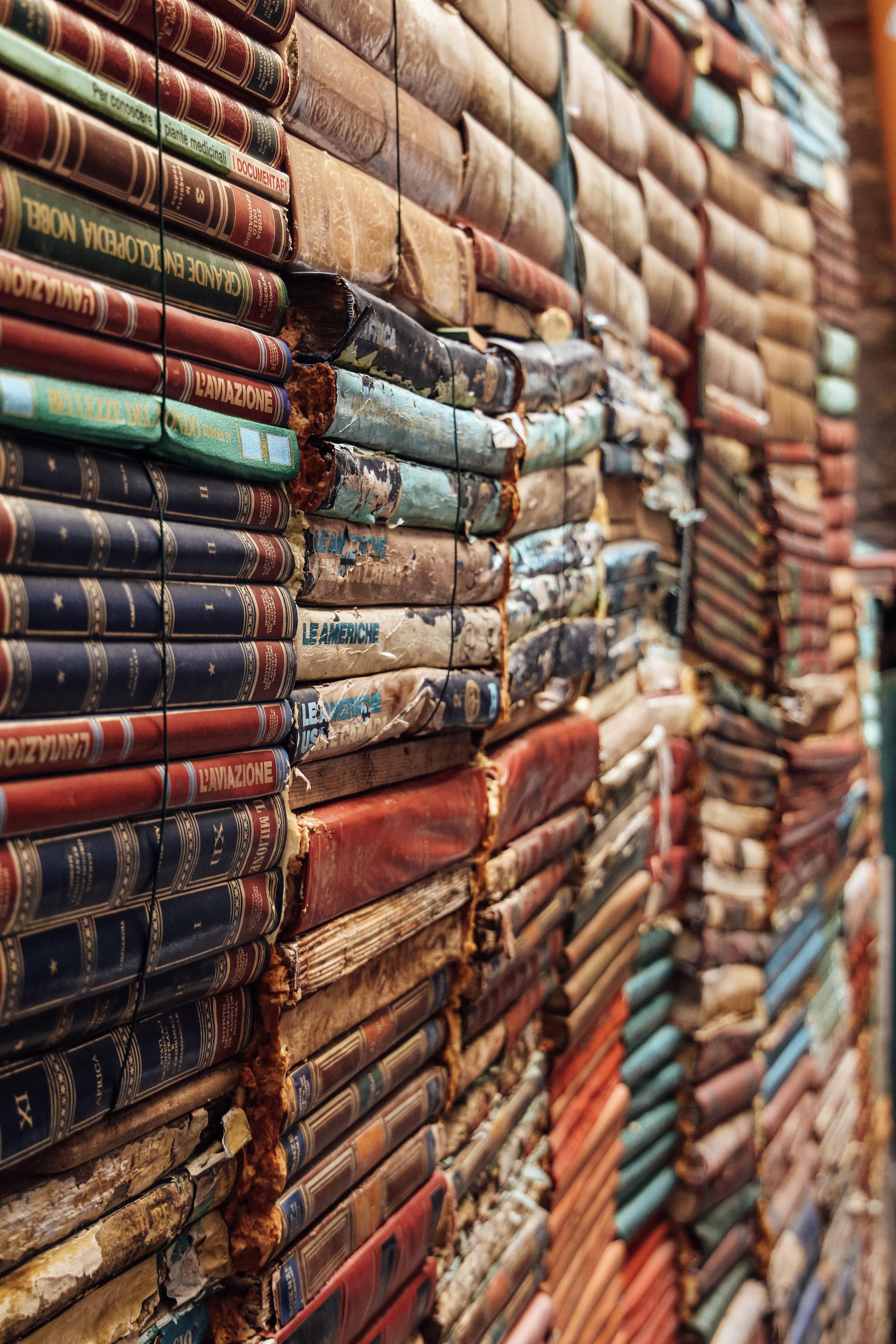 Libreria Acqua Alta Books.jpg